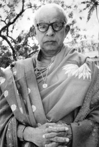 Dr. V. Raghavan wearing his Kavi Kokila award