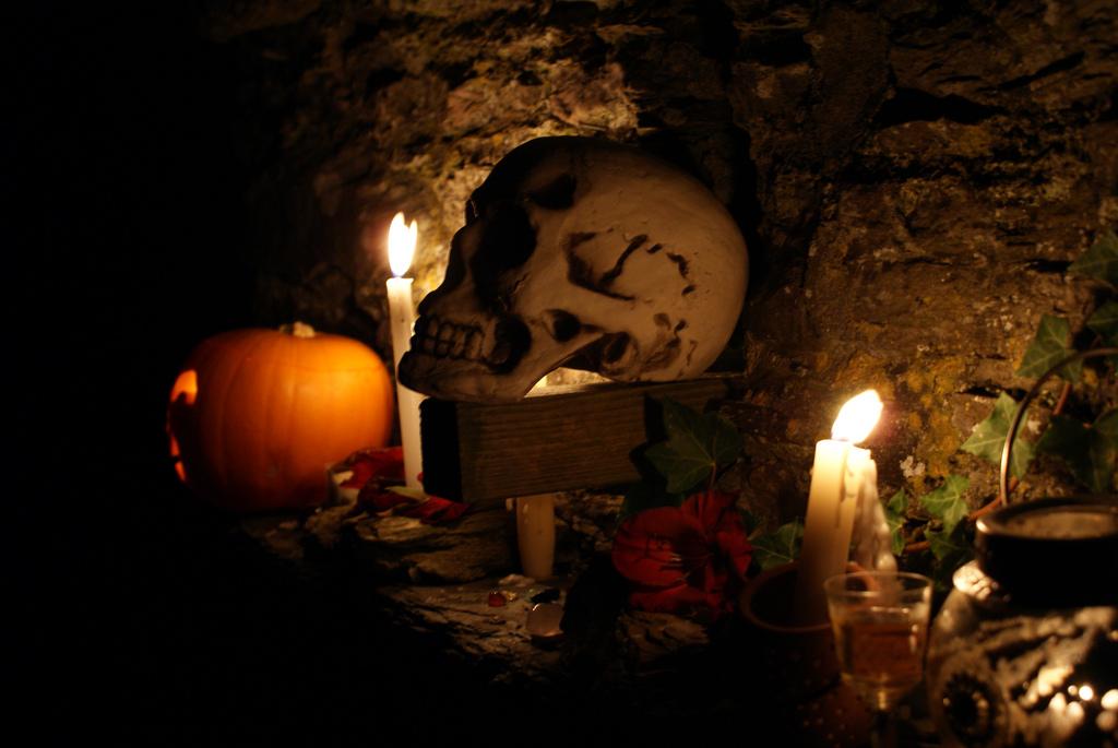 Samhain ˈsˠəunʲ o Samaín 1 es la festividad de origen celta más importante del periodo pagano en Europa hasta su conversión al cristianismo en la que