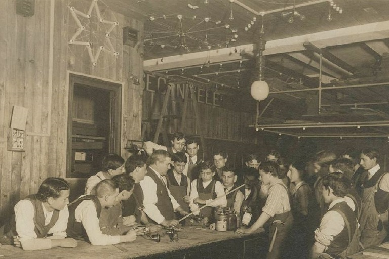 Jewish students in a trade school, 1910