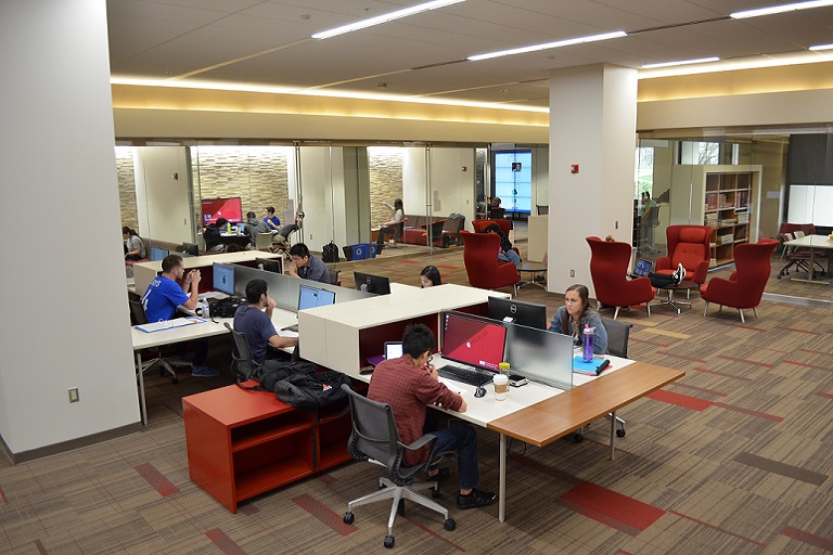 Scholars' Commons showing computer workstations and collaboration rooms
